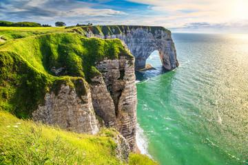 Amazing natural rock arch wonder, Etretat, Normandy, France Fototapete
