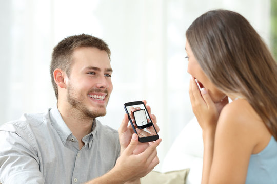 Man asking marriage with a smart phone