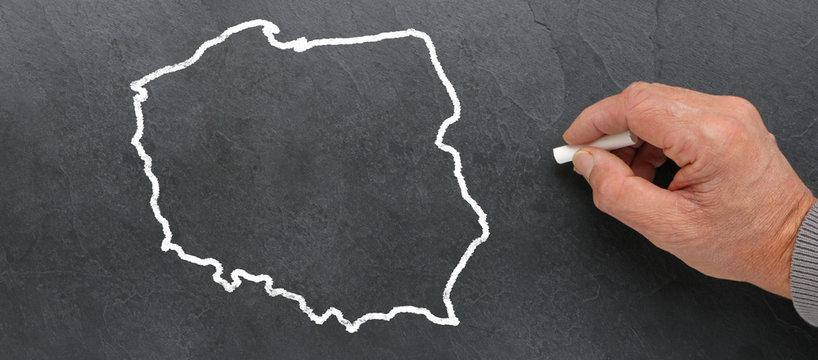 Carte de Pologne à la craie sur tableau noir