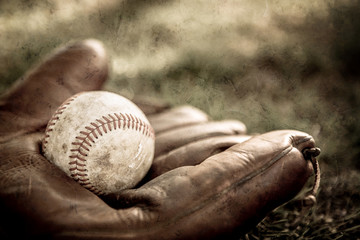 Vintage style baseball glove and ball