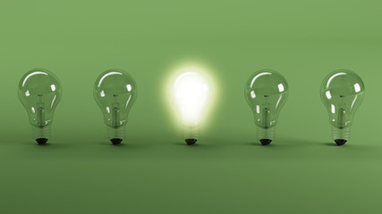 Fünf Glühbirnen stehen vor grünem Hintergrund