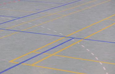 Hallenboden in einer Sporthalle