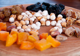 nuts and dried fruit to wine