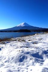 河口湖大石公園から雪景色の富士山
