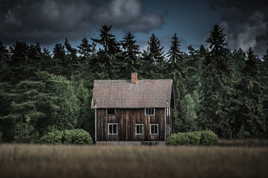 Old abandoned house in Sörbo outside Falun, Sweden