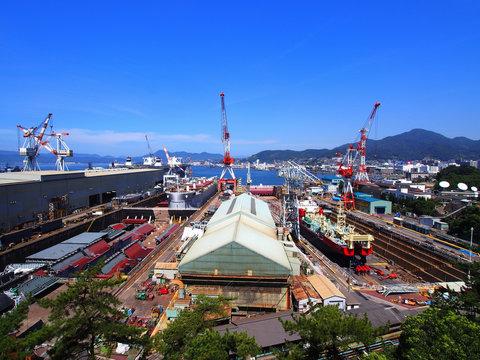 造船所(広島県呉市 「歴史の見える丘」からの眺望)