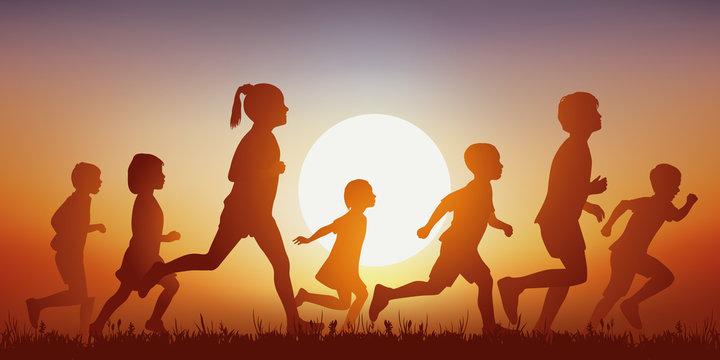 Enfants - Courant - Coucher de soleil - jouer - heureux