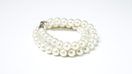 28fee19419f8 White pearl necklace