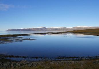 Am Ísafjarðardjúp mit Blick auf den Drangajökull in Island