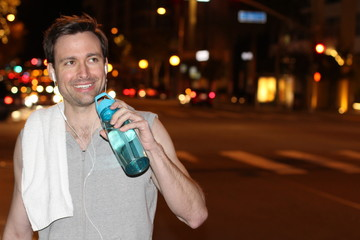 Runner drinking a sports drink - Stock image
