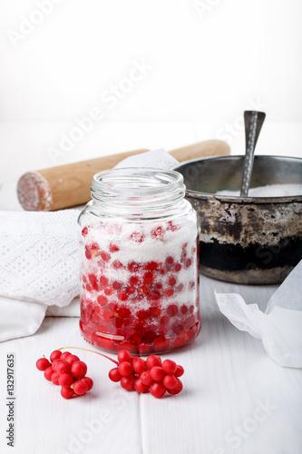 schisandra chinensis or five flavor berry jam on white stockfotos und lizenzfreie bilder auf. Black Bedroom Furniture Sets. Home Design Ideas