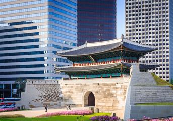 Sungnyemun gate at Night (Namdaemun) in Seoul, South Korea.