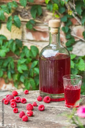 """Homemade raspberry liqueur"" Immagini e Fotografie Royalty ..."
