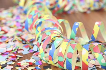 Konfetti mit Luftschlangen, Karneval