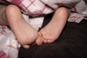 Ножки малышки