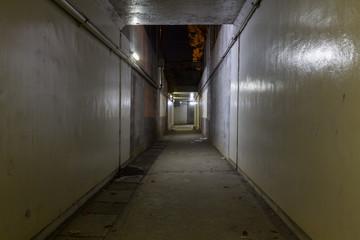夜の地下道