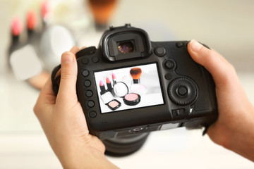 Photo of makeup kit on camera display while shooting