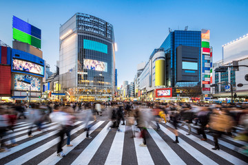 Aluminium Prints Asian Famous Place Menschen beim Shibuya Crossing in Tokyo Japan