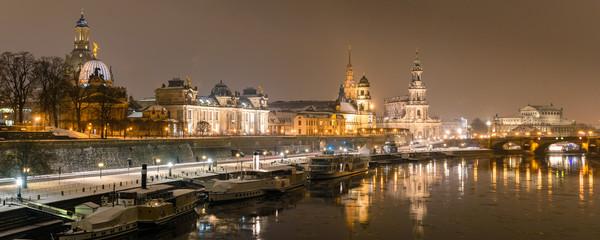 Panorama Altstadt Dresden im Winter - Nacht