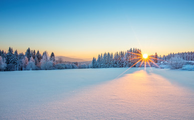Autocollant pour porte Bleu Majestic sunrise in the winter mountains landscape.