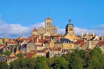 Vezelay, Burgund in Frankreich   - the town Vezelay, Burgundy