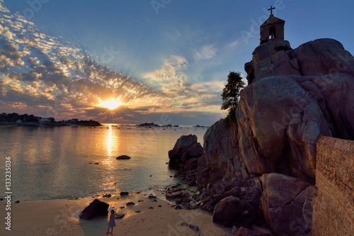 Coucher de soleil port blanc sur la petite plage du rocher de la sentinelle photo libre de - Meteo port blanc bretagne ...
