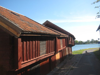 Schiefes Lagerhaus in Västervik, Schweden