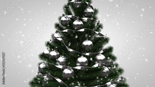 weihnachtsbaum mit geschenken kugeln und lametta und. Black Bedroom Furniture Sets. Home Design Ideas