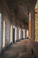 Roma il Foro di Traiano al tramonto: mercati traianei