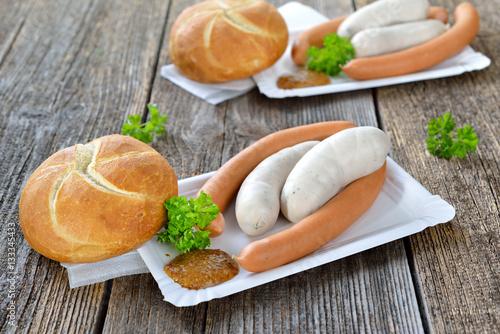 streetfood bayerisch zwei m nchner wei w rste und ein paar wiener mit s em senf und semmel. Black Bedroom Furniture Sets. Home Design Ideas
