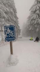 Winter Rodelbahn fahren