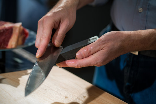 Man sharpening his knife on the bar