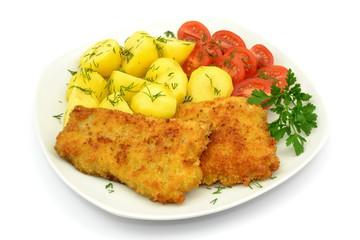 miruna smażona z ziemniakami i pomidorem