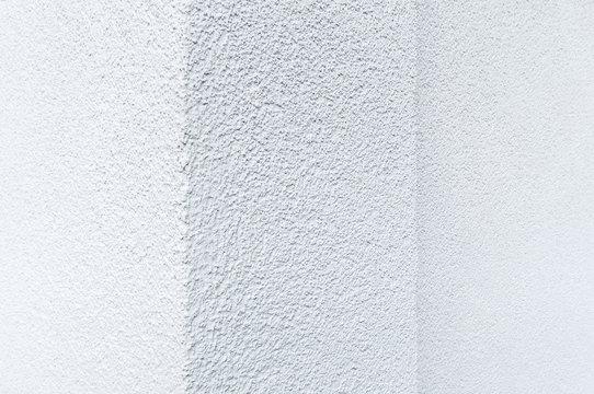 Strukturputz, hellgraue Hauswand, frisch verputzt und gestrichen,  Fassadensanierung, Malerarbeiten, Hintergrund