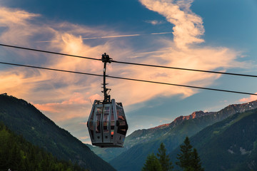 Foto op Plexiglas Gondolas A solitary gondola hangs from a cable in Chamonix, France during sunset