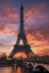 Fotobehang Eiffeltoren The Eiffel tower at sunrise in Paris