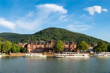 Stadthalle in Heidelberg im Sommer