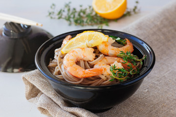 Soba noodles with roasted shrimps in bowl