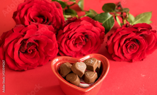 Rosen Und Pralinen Zum Valentinstag Stock Photo And Royalty Free