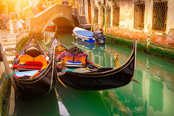 Türaufkleber Gondeln Canal with two gondolas in Venice, Italy