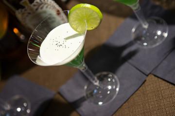 cocktail verde gusto mela con panna acida e lime