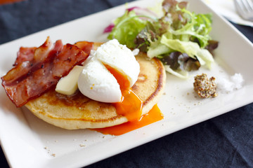 Pancakes with Poached Egg and Bacon