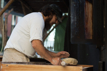 Fototapete - Men braking bread