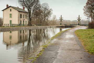 The Briare aqueduct with the lockkeeper's house on a rainy day
