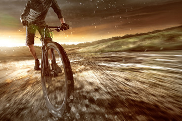 Mountainbiker im Gelände