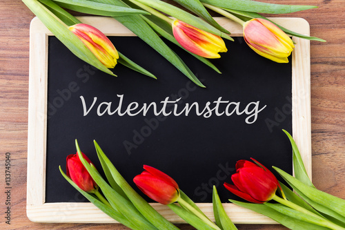 valentinstag tafel zum beschriften immagini e fotografie royalty free su file. Black Bedroom Furniture Sets. Home Design Ideas
