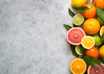 Citrus fruit on grey concrete table. Food background. Healthy eating Fototapete