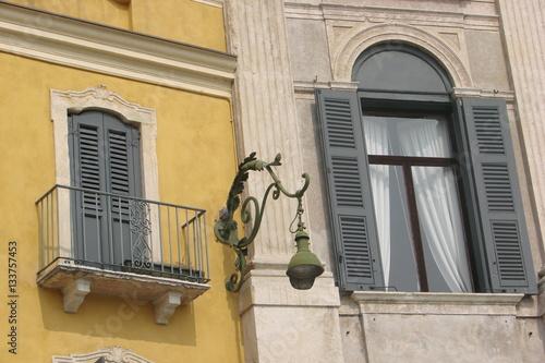 Finestra e balcone zdj stockowych i obraz w royalty for Finestra balcone