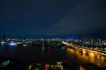 Skyline von Bangkok während eines Gewitters