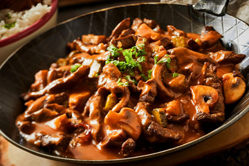 Close up of a pan of beef stroganoff